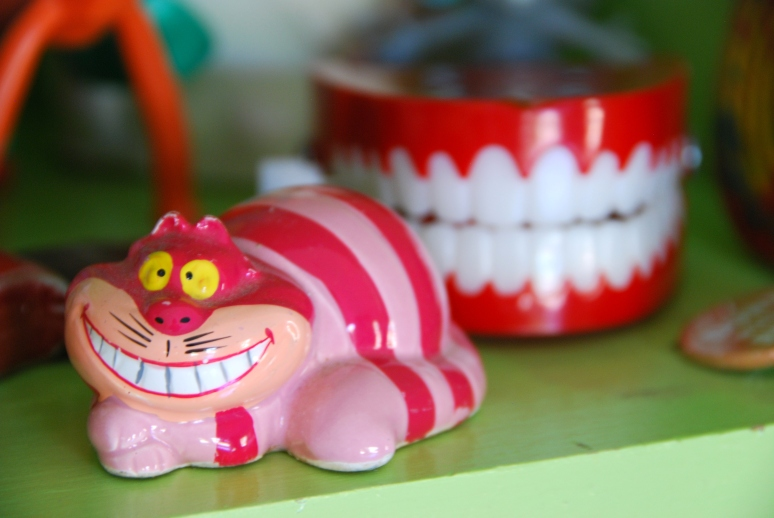 cheshire cat disney vintage figurine clacking wind up teeth california pixie decr lifestyle blog
