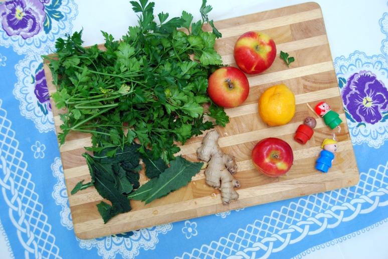 pick me up winter juice recipe juicing parsley apples ginger lemon kale
