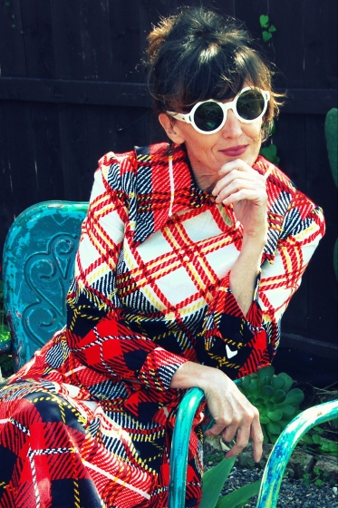 kimi encarnacion california pixie blog blogger style vintage living dress mad men 60s plaid allyn scura eyewear