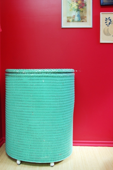vintage clothes hamper laundry ideas